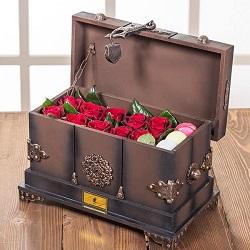 صندوقچه پرچین خاطره 10 شاخه گل رز هلندی قرمز