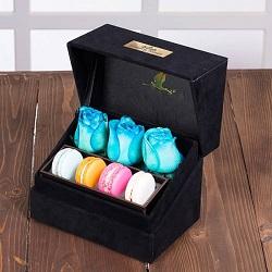 جعبه گل لاوین مشکی 3 شاخه رز هلندی آبی