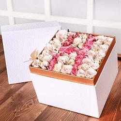 جعبه گل ژیوا سفید حروف با گل رز مینیاتور فوق ممتاز