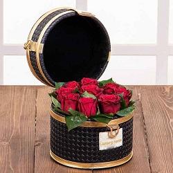 صندوقچه گل مروارید سیاه 9 شاخه گل رز هلندی قرمز