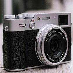فوجی فیلم دوربین X100V با فاصله کانونی 32 میلیمتر و لنز F2 عرضه میکند