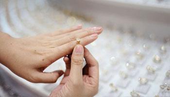 نکات مهمی که باید در هنگام خرید جواهرات توجه کنید