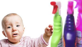چگونه کودکان را از خطر مواد شوینده دور نگه داریم؟