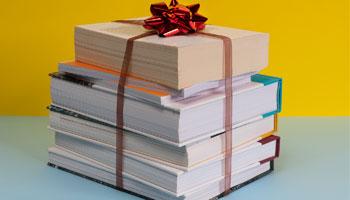 7 قانون که باید در هدیه دادن کتاب به دیگران رعایت کنید